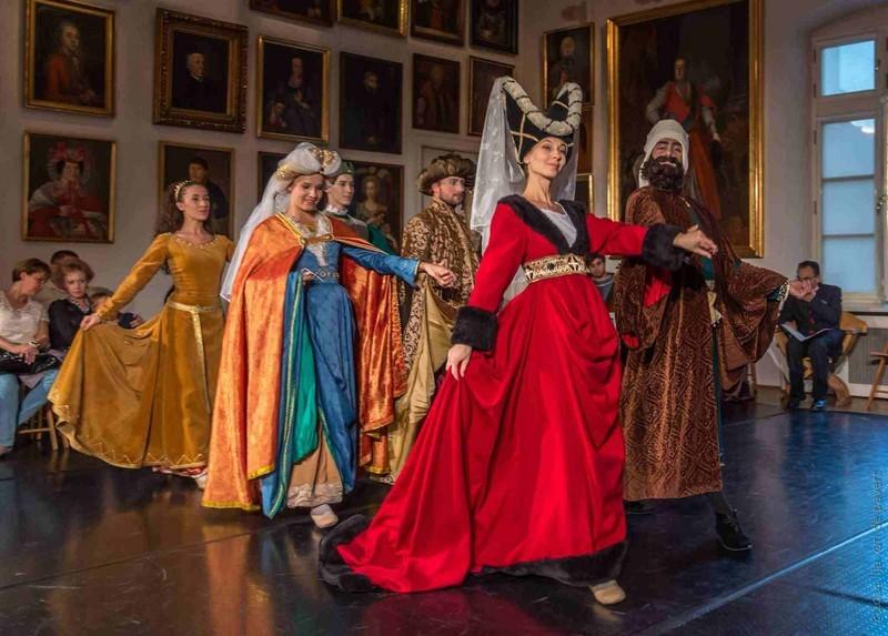 Znalezione obrazy dla zapytania taniec w średniowieczu