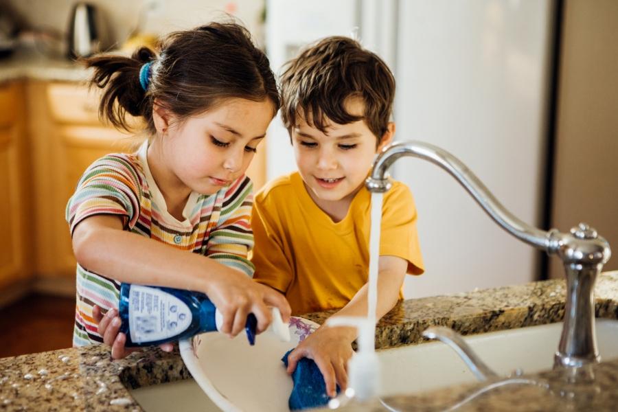Obowiązki domowe - co powinien robić 2, 4, 6, 8 czy 10 latek ...